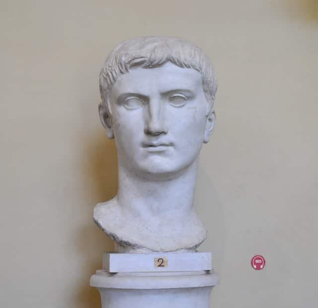 Скулптура, показваща прическа на древен римлянин
