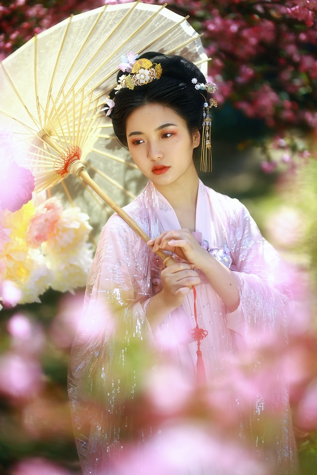 Красива японка в традиционни одежди