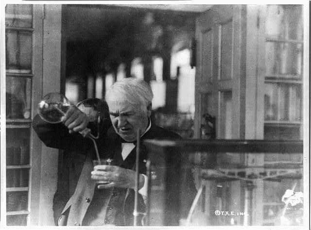 Томъс Едисън в лабораторията