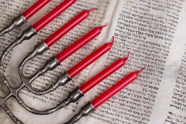 Менората - един от символите на юдаизма